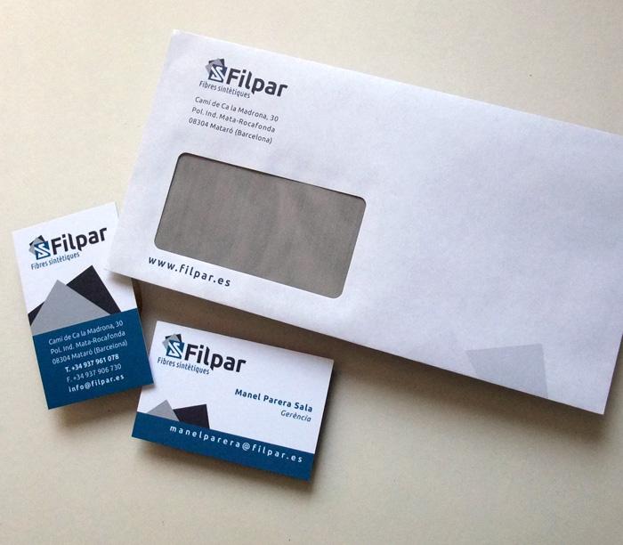 Diseño de papelería con sobres americanos y tarjetas